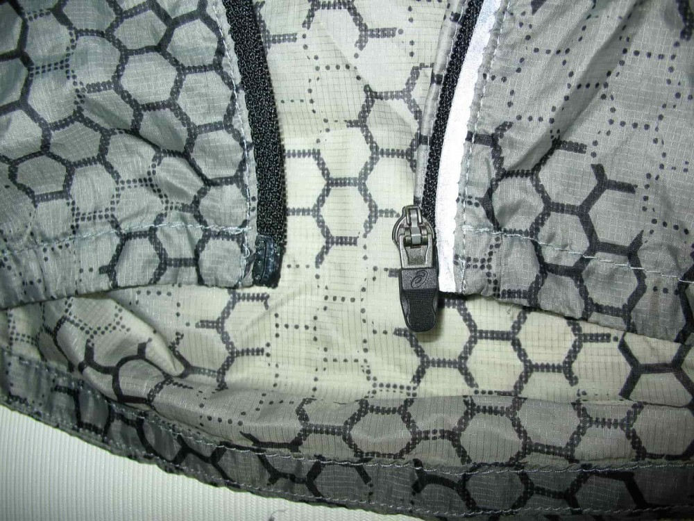 Куртка ASICS featherweight ultralight jacket (размер S) - 5